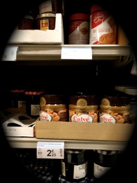 Diep verscholen in de Franse supermarkt vond ik dit potje Nederlandse nostalgie...