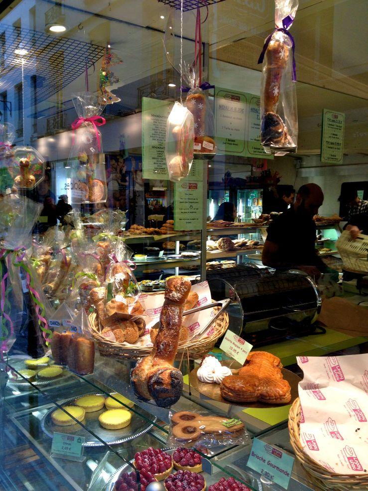 Een patisserie in de Marais, waar een mannelijk wonderlijke baksels bakt...