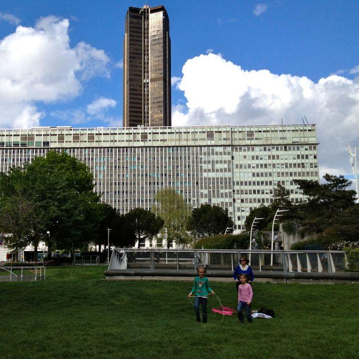 Jardin Atlantique: een park dat zich boven het treinstation Montparnasse bevindt. Onder het gras hoor je het suizen van de treinen.