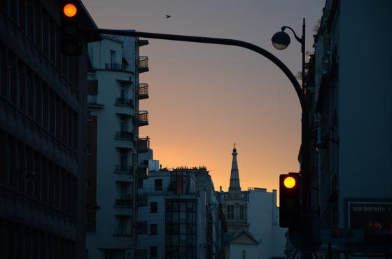 Stoplicht bij zonsondergang
