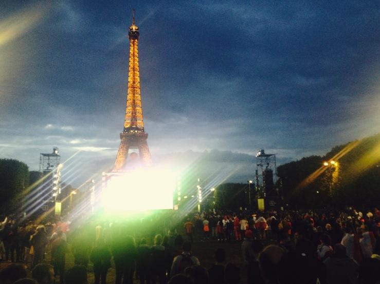 EK Parijs 2016: Eiffeltoren en canzone